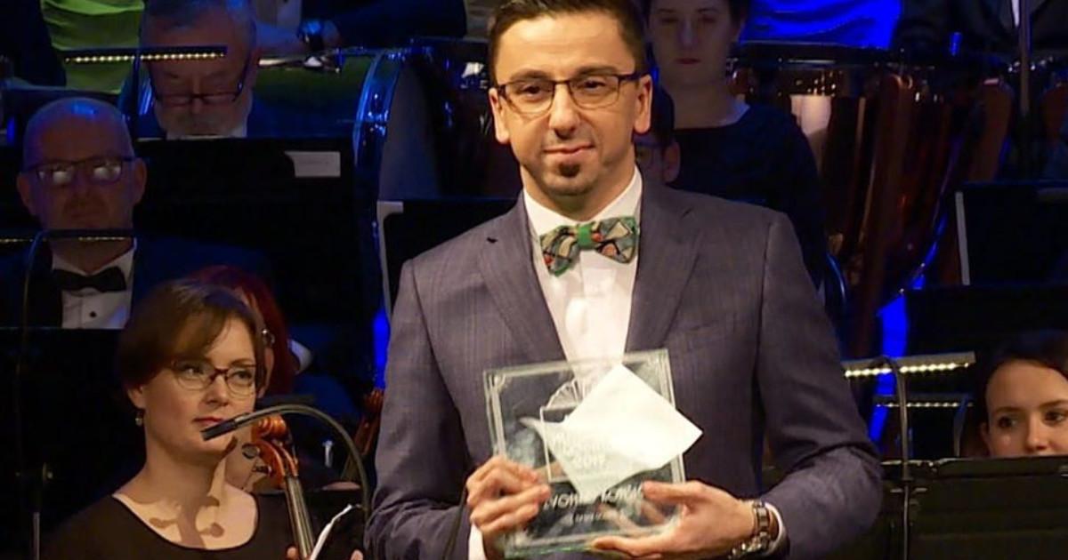 Zvonko Komšić u odijelu Maestro Suits preuzeo nagradu TV lice godine
